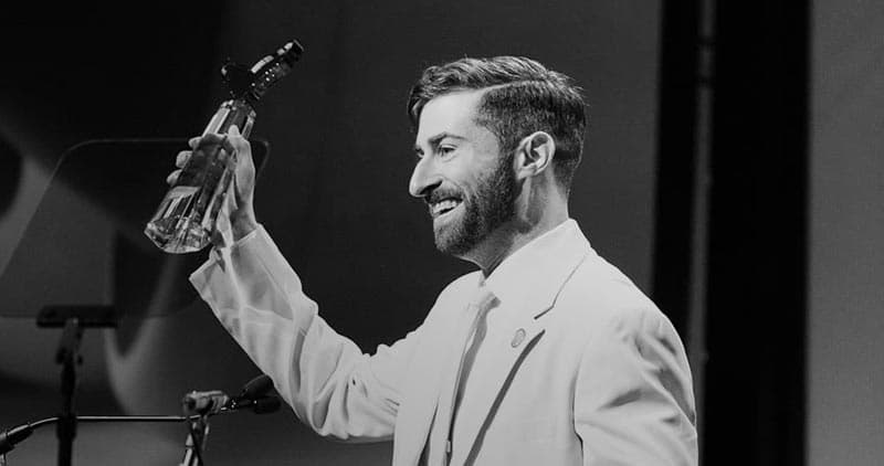Scott Rogowsky accepts livestreamer of the year